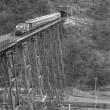 旧余部鉄橋渡るHM付サロンカーなにわ