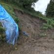 台風21号で、同じ場所3度目の農道土砂崩落!