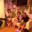 白いソファーでレッスンの合間にのんびり&パーティー風景動画(サルサ編)!