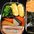 鮭フレーク海苔弁・あまじょっぱい卵焼き・・・おっと弁