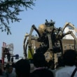 日本大通りに巨大グモ出現