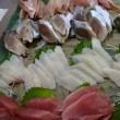 魚屋さんの「海鮮丼」はランチタイムのみの販売です!テイクアウト「海鮮丼」のご注文もオッケーでぇ~す!!発寒かねしげ鮮魚店。
