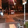 深夜0時20分ごろ地下鉄谷町線田辺駅前にあるローソンストア100東住吉田辺店前にパトカー2台。救急車1台。一体何があったのか。