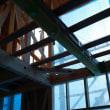 (仮称)暮らしの趣を時間と一緒に楽しむ和モダンの家新築工事・・・現場では上棟(棟上げ)以降の工事が段階的に進み、壁・床・・建物のカタチが徐々に分かりやすく、LDKや吹き抜け、廊下の特徴も。