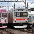 伊賀鉄道 猪田道(2018.12.29) 忍者列車ク102、東急赤帯色ク103 並び