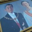 内廷費で巨大肖像画を注文する今上天皇と美智子さん