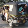 「悠久のインド9日間」№103 三輪タクシーに何人乗れるでしょう。