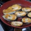男の素朴な料理。チキンソテーとサーモンの筒切りソテーのミックス皿で盛り上がり。