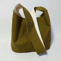 男性女性が使えるシンプルな帆布のショルダーバッグを