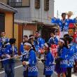 神輿に乗り 景気を付ける (五ケ所神社祭)