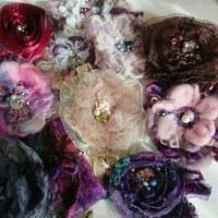 布花のお供え餅作りました。毛糸の花もモコモコです。