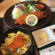 """今日のランチは、空港レストランで""""鮭の親子定食?""""..."""