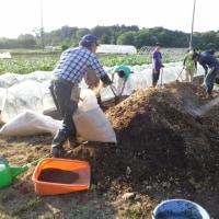 廃菌床堆肥作り