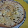 手作りピザでランチ ~トマトソースのピザ、ポテトとオニオンのピザ~