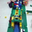 小3の女の子たちとブロック遊び