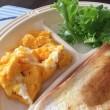 9/19(火)朝食(食パン、玉子、レタス、コーヒー)。