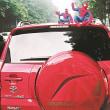 中国で、車の上にスパイダーマン装飾は「違法行為」