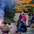 どんど火で餅を焼く(南伊勢町斉田)