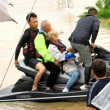 「すぐ行っちゃるわ」 水上バイクで来たヒーロー 15時間かけ120人救う 倉敷・真備町~ネット「英雄としか言いようがない。あっぱれであります。 これから消防隊は水上バイクを活用すべき!」