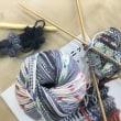 編み物とブレスレット
