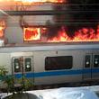 小田急線の屋根燃える 乗客は無事!!