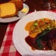 「ビストロアオキ」、天然鯛のケイジャンソースとミートローフ、白ワイン
