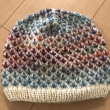 ネックウォーマーとセットの帽子を編んだ