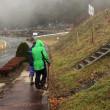 雨の中でのエコプロ高森の植樹活動