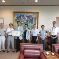 市長に報告しました:東京都公園協会賞・優秀賞