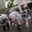 雨の中でお祭り