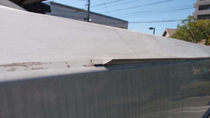 昨年12月のソーラーパネル設置工事以来の屋根上作業で洗車とWAXがけだが、ここにきて少し怖くなってきた (2017/10/1)