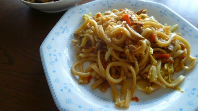 今日の昼食(焼きうどん)