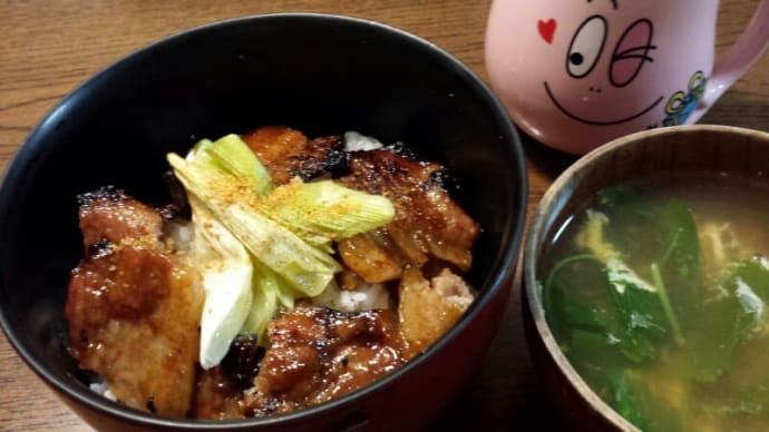 今日の夕飯(豚丼&三葉と卵の澄まし汁)