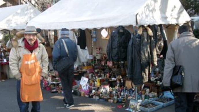 上野不忍池・骨董市でスノードームを買う。