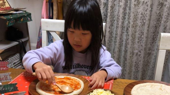 夜はピザ作り