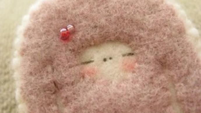セーターのブローチ