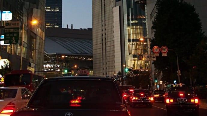 大阪の空が、だんだん狭くなった
