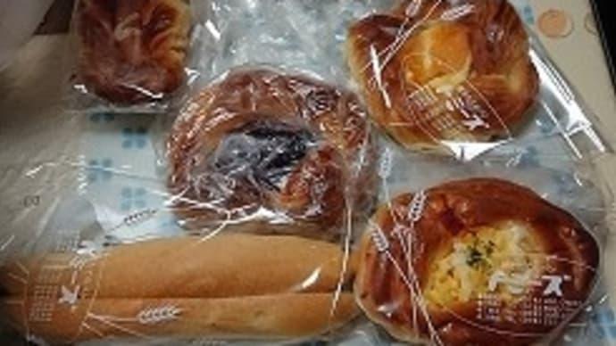 朝食は・・・ トミーズのパン