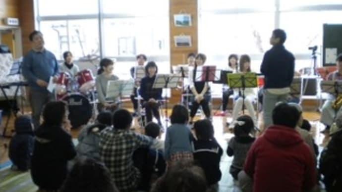 春の文化祭「お楽しみカフェ」演奏写真 (船川北公民館)