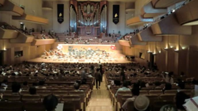 本名徹次指揮ベトナム国立交響楽団 みなとみらい大ホール