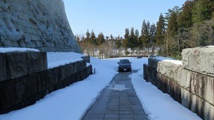 雪中の公益法人「勝山城博物館」。