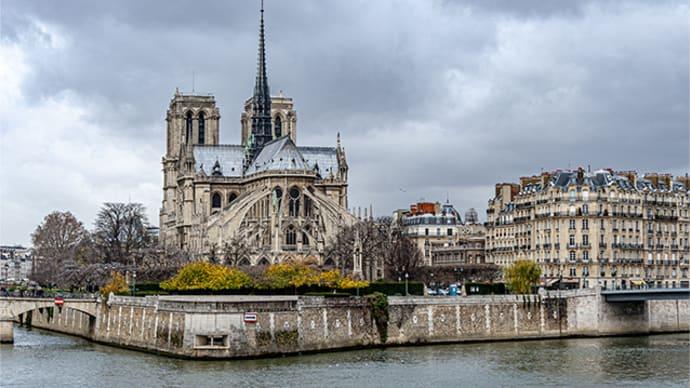 パリ・ノートルダム寺院は必須