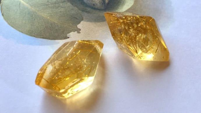 ルチル鉱石風レジンのイヤリング