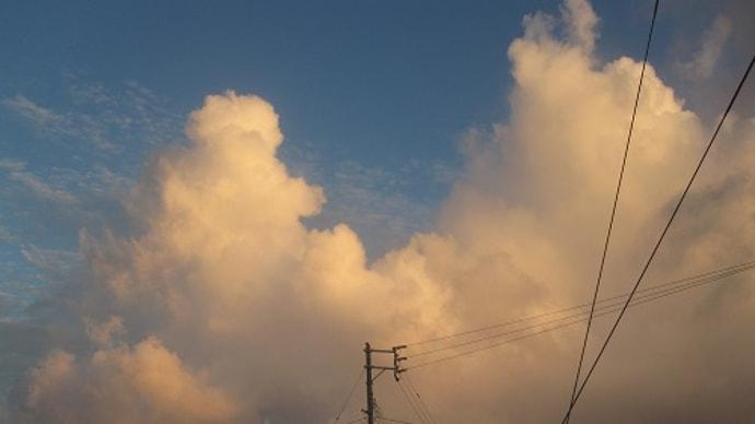 今朝の沖縄。入道雲。