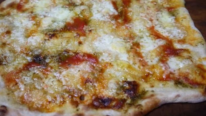 モッツアレラチーズのピザ