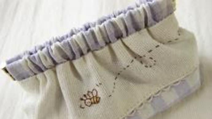 ミツバチのバネポーチ