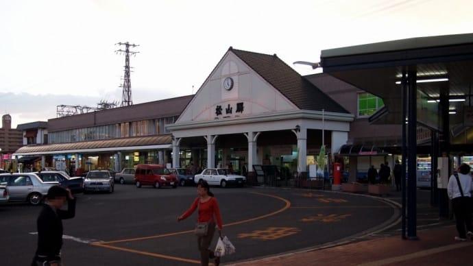 夕暮れのJR松山駅