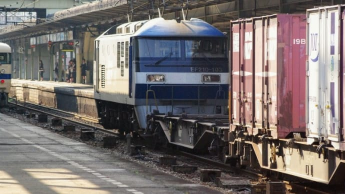 2008年・広島駅を通過する貨物列車