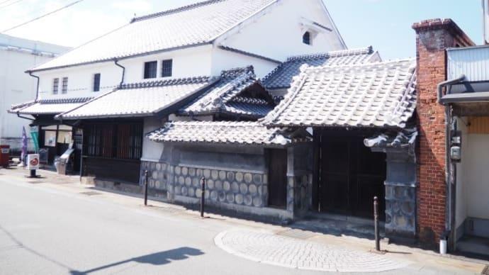 賽の河原の図像塔・氷川町まちづくり酒屋(旧井芹家住宅)