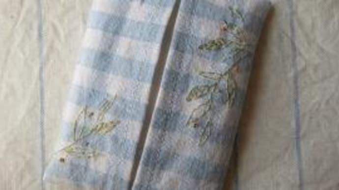 リネン刺繍のティッシュケース